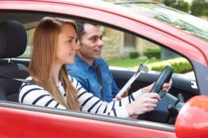 Автошкола предоставляет инструктору переоборудованное транспортное средство, что позволяет не заботиться о переоборудовании своего автомобиля