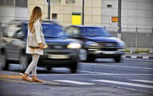пропуск пешехода на пешеходном переходе