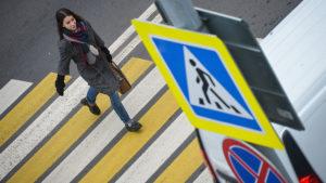 разметке пешеходного перехода