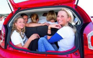 Штраф за перевозку лишнего пассажира в настоящее время составляет также 500 рублей (статья 12.23 КоАП)