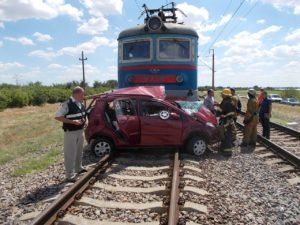 авто при аварии на переезде