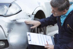Чтобы не быть обманутым и получить полное возмещение стоимости ремонта повреждённого автомобиля, пострадавший может самостоятельно рассчитать среднюю стоимость запчастей, нормочаса работ и среднюю стоимость материалов
