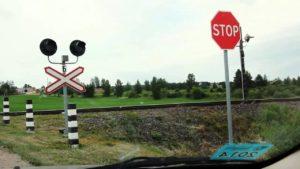 знак «Стоп» на переезде